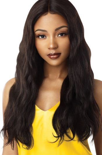 "Outre MyTresses Gold Label Natural Wave 26"" Model Front"